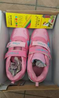 (New and Unused) Lovely Sweet Pink Sports Shoes for Girl (Size 35)