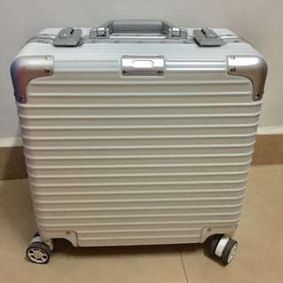 """Rare, Cute & Stylish White Colour Cabin Luggage, Clean & Simplicity Design, 18"""" & 20"""" Preorder, Also available in other colours"""