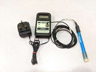 Pinpoint pH meter