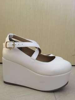 Wego白色厚底鞋