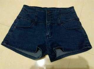 🚚 全新高腰排扣短褲