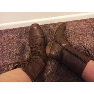 Novo boots size 8
