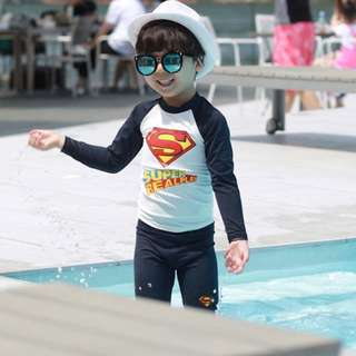 🚚 ▶夏季泳裝 / ▶男童泳衣☑插肩袖超人印花男童防曬泳衣