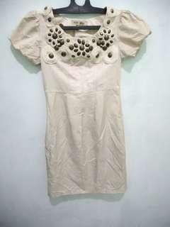 Dress warna cream