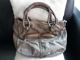 New real leather handbag (洗水牛皮)