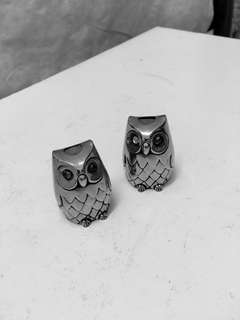 Salt & pepper set of silver plated owls with a blue glass eye missing .