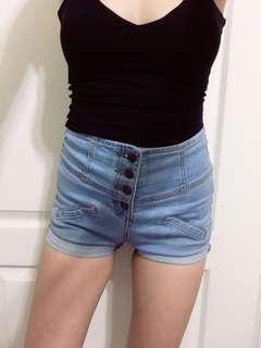 高腰三排扣牛仔短褲