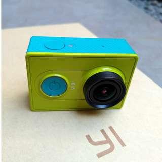 YI Action Camera (Hijau)