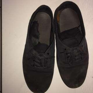 Sepatu hitam Rubi