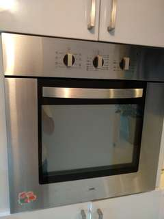 UNO Electric Oven built in (Pristine condition) Stainless steel door