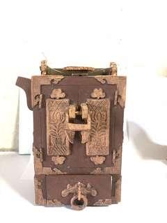 衣柜形茶壶 Antique Wardrobe-shaped Tea Pot