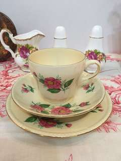 Teacup set trio