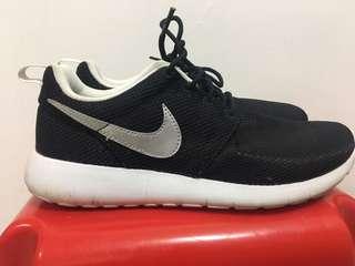 Nike 女裝運動鞋