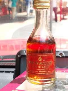 1997年出品,威來特醇干邑酒辦30mI一支連威來酒辧造型可充氣打火機一個禮盒。
