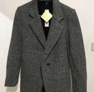 🚚 全新 西裝外套,穿起來很修身。
