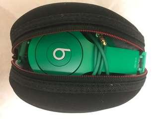 Beats headphone in green - 只係開左冇用過