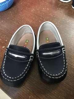 🚚 二手貨  中性童鞋 (13.5公分)