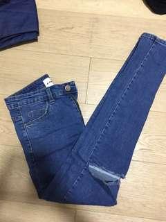 FIREFLY Knee Ripped Denim Jeans