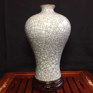 Beautiful Crackle Glaze Mei Ping