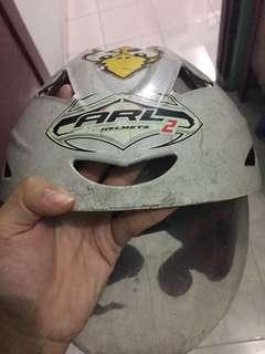 helm putih