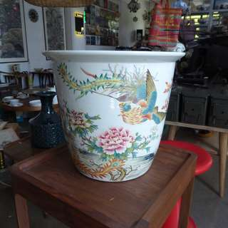 Finely painted huge chinese jardiniere