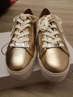 Brand new Steve madden rose gold sneakers