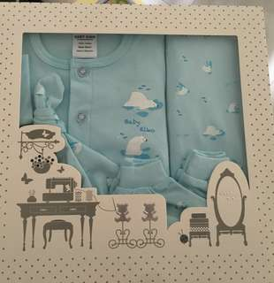 Brand new: Baby 5 pc gift set. Baby boy