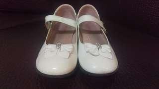 🚚 白皮鞋