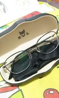 Kacamata minus (kiri : -4.00 kanan: -1.75)