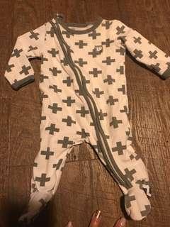 I baby onesies /one piece romper ( newborn )