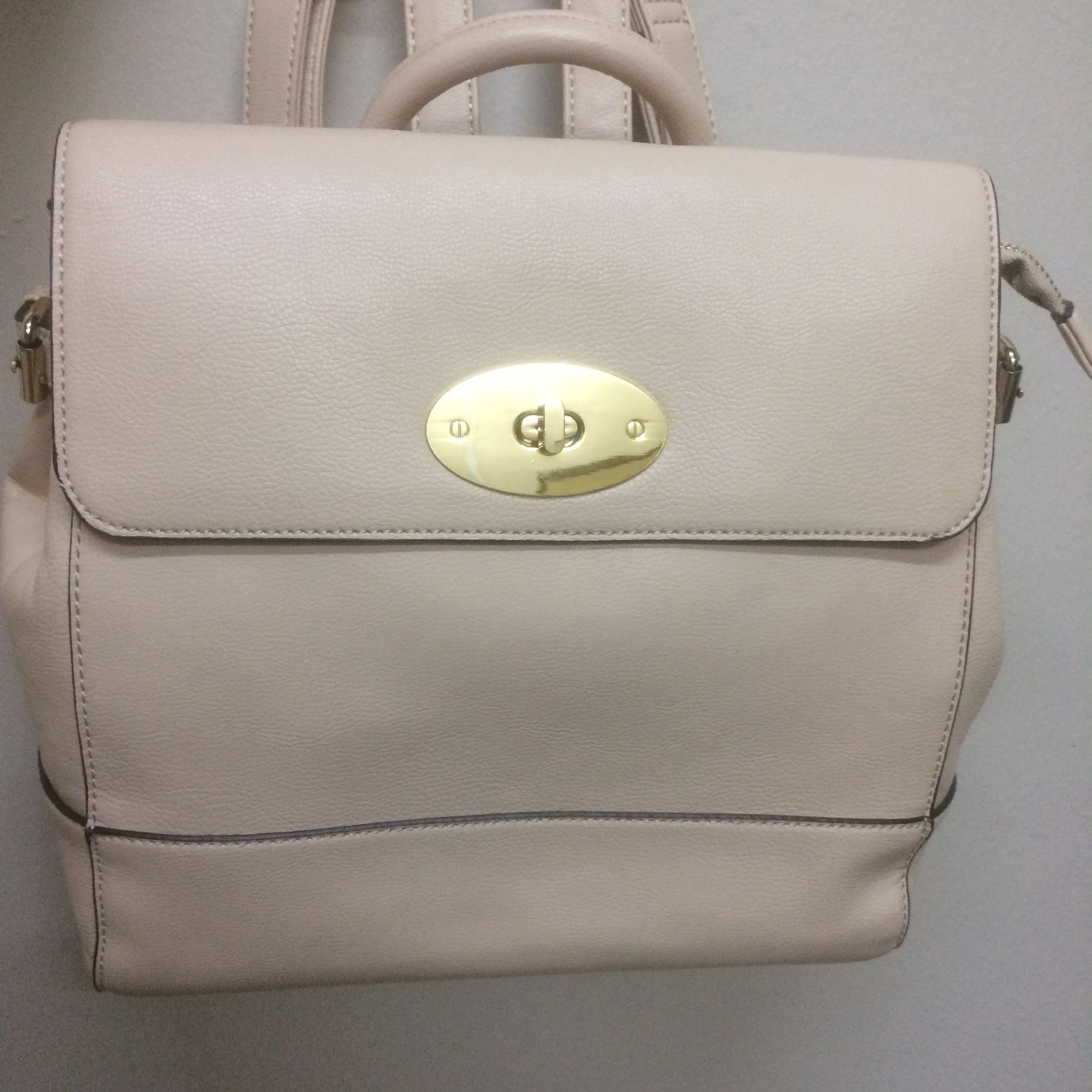 1332fa4f2 💯 Authentic Preloved Vincci backpack (beige), Women's Fashion, Bags ...