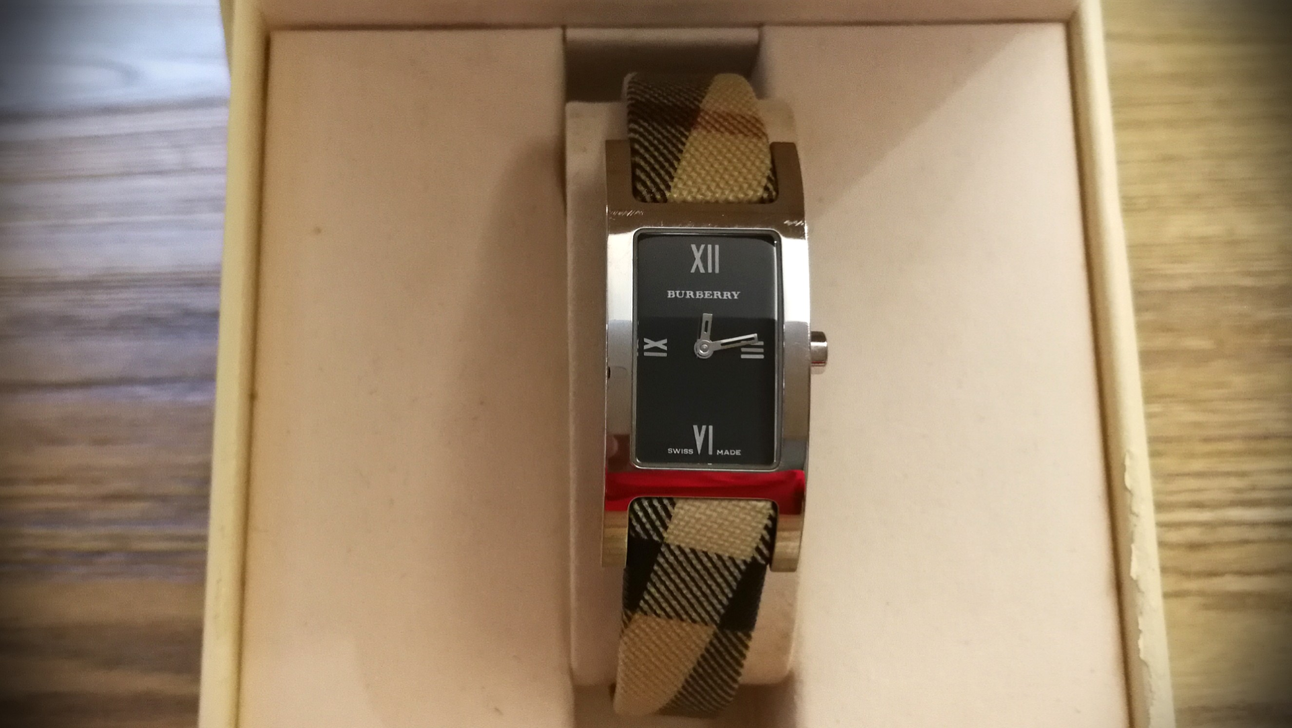 Burberry Classic 格仔女裝手錶