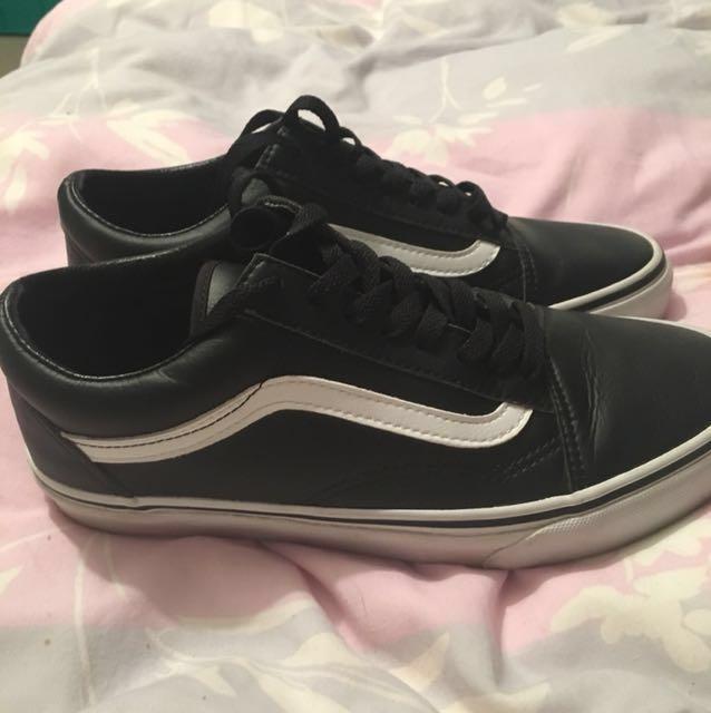 Leather Vans old skools . Size 8.5