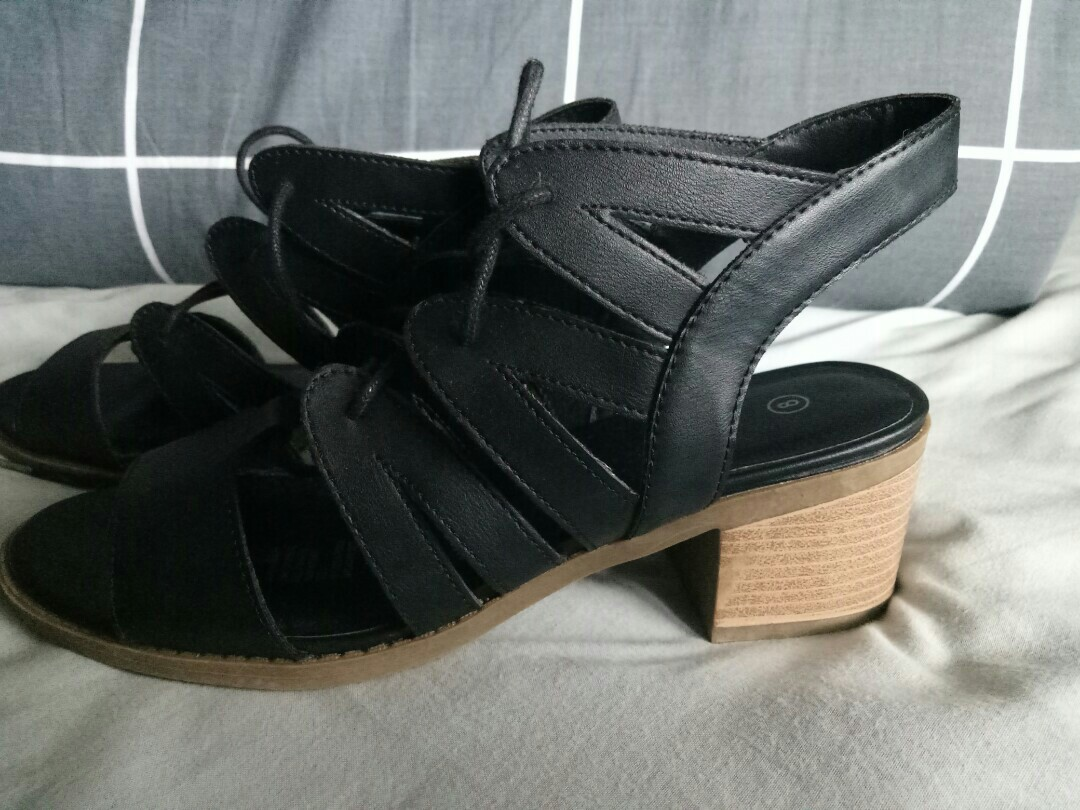 Strappy block heel shoes Size 8