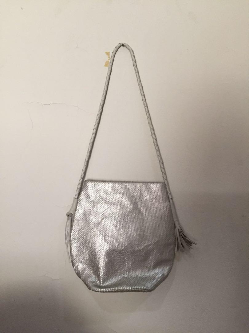 Tas Fashion Slingbag Slingbag Roll Dongker - Info Daftar Harga ... b73f3a783f5e1