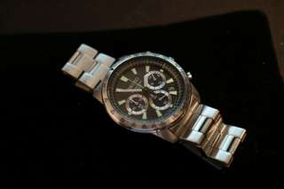 80%new SEIKO SSB027P1 男裝鋼帶運動款手錶