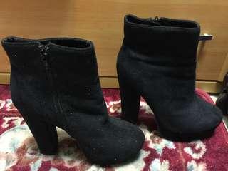 購於美國🇺🇸 黑絨短靴高跟鞋 👠 👢