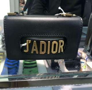 Prada/普拉达2018新款女士钱包十字纹按扣手拿包长款零钱夹1MH132