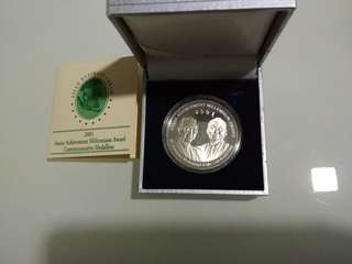 2001 medal by Singapore Mint