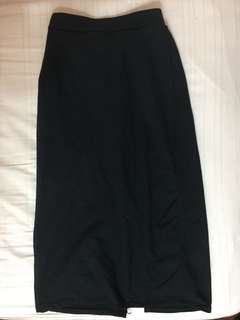Black maxi skirt with a slit