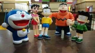Miniatur doraemon dan kawan kawannya
