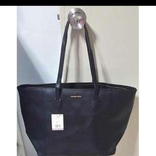 Black Big Spacious Bag At $20