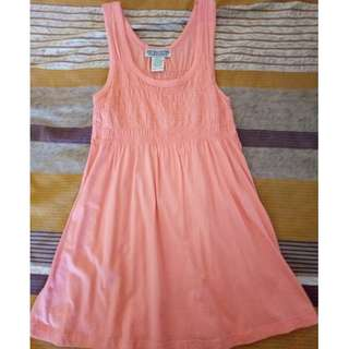 sleeveless fitted top