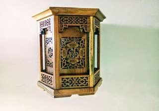 🚚 檜木雕刻筆座