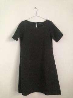 Dress motif timbul hitam