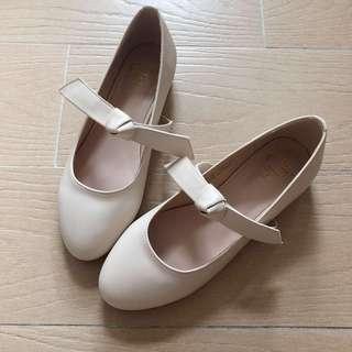 Grace Gift 米白色女裝綁帶蝴蝶結圓頭平底鞋 Leather Ribbon Lady Flats