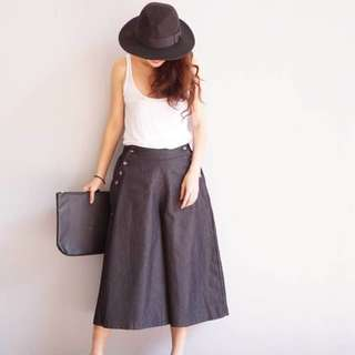 Black culottes with buttons on the side