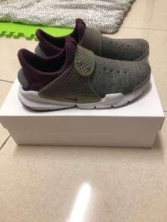 🚚 Nike sock dark us8