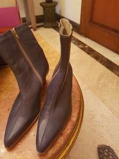 Sepatu boot biru