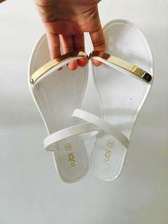 Slippers/Sandals (Rubi)